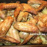 запеченные куриные крылышки с картошкой в духовке