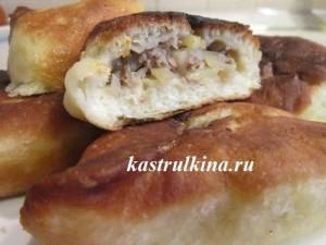 жареные беляши с мясным фаршем и картофелем