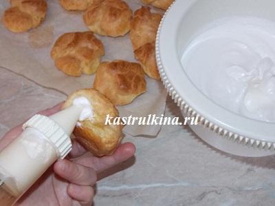 наполняем пирожные белковым кремом